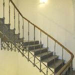 schilderen van handgreep , trappen en siersmeedijzer leuning voor traphall in Mechelen